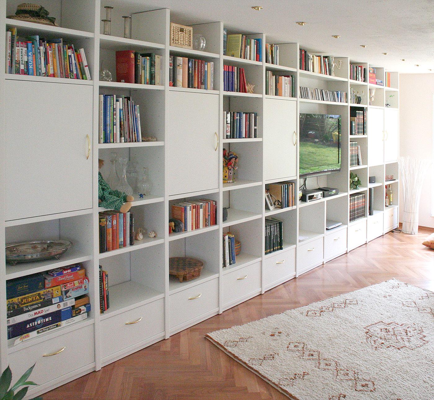Wohnzimmerschrank weiß lackiert Bücherregal TV Schrank